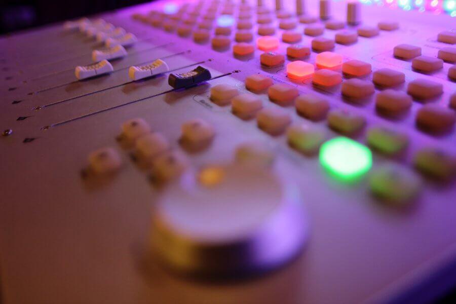 Digital mixing board